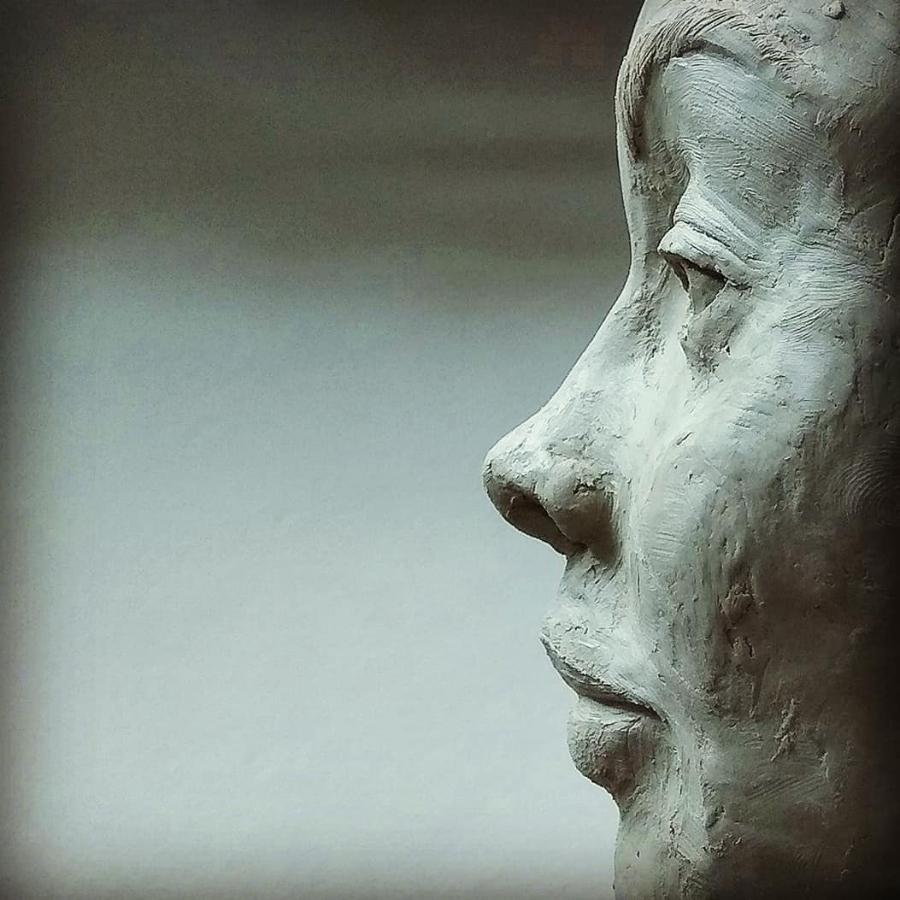 Sculpteur Portraitiste  –  Sculptor Portraitist