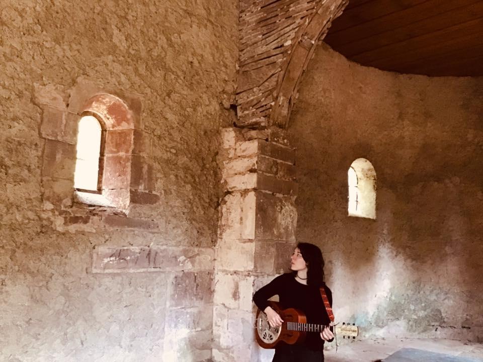 BLEU REINE – une guitariste à la maison